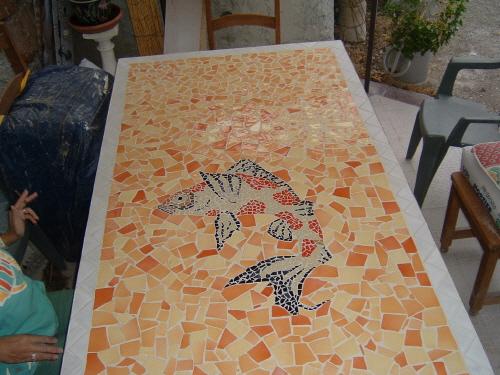 Fabriquer une table de jardin en mosaique des id es int ressantes pour la for Faire une table de jardin mosaique