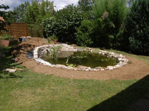 bassin de jardin pierre