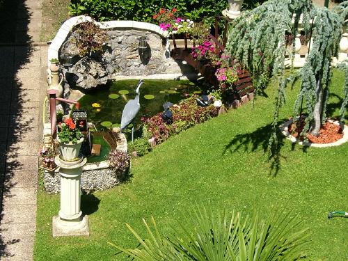 Le bassin de jardin de pierre for Bassins de jardin en pierre